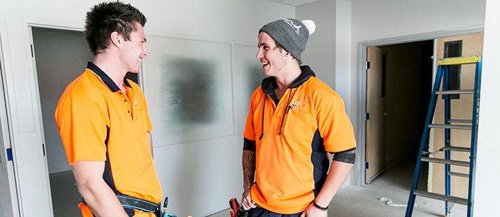 Two tradies having a chat
